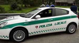 Vigevano, l'aiuta a far uscire l'auto dal parcheggio e le procura oltre mille euro di danni