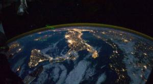 L'Italia si illumina, alle 21 tutti sui balconi