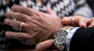 Garlasco, sfila il Rolex dal polso di un pensionato: non si accorge che è non è originale