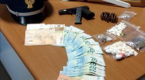 Vigevano, droga e una pistola: arrestato il titolare di un bar del centro