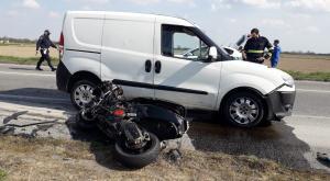 Vigevano, scontro auto-scooter: muore un centauro