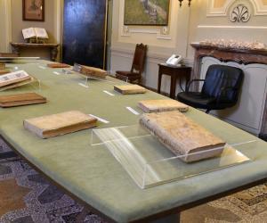"""Vigevano, la Diocesi presenta i volumi del Caramuel acquisiti di recente. Il vescovo Gervasoni: """"Vigevano è più città sua che non di Leonardo"""""""