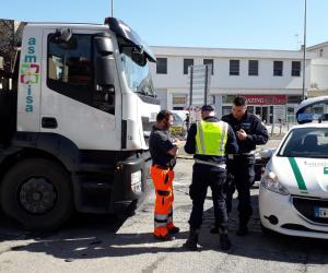 Vigevano, urto tra lo scooter ed il camion: anziano ferito in modo lieve
