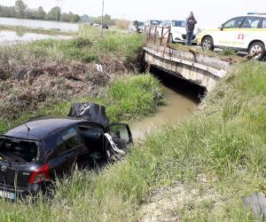 Gravellona, con l'auto nel canale: ferita una donna di 60 anni