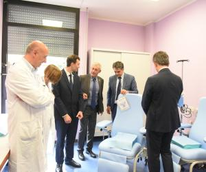 Quattro poltrone per la somministrazione di chemioterapia donate all'ospedale