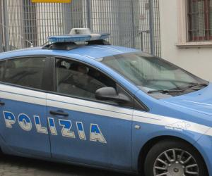 Sorpreso a rovistare all'interno della concessionaria Stav e arrestato dalla polizia
