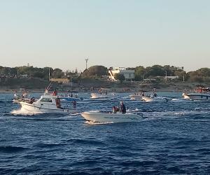 Vigevanesi sul mare di Puglia per assistere alla processione delle barche