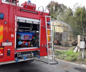 Vigevano, a fuoco sterpaglie: intervengono i vigili del fuoco