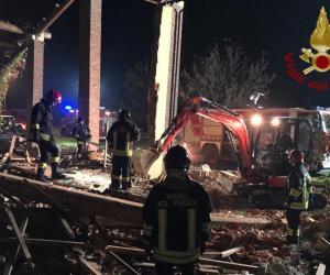 Alessandria, esplode cascina: morti tre vigili del fuoco, trovati inneschi e un timer