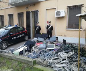 In fuga con materiale rubato, vengono intercettati e bloccati dai carabinieri