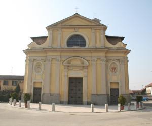#Castello d'Agogna: chiesa aperta e celebra la messa... segnalato il parroco