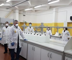 Pavia, il dipartimento di Chimica dell'università produce 200 litri di disinfettante