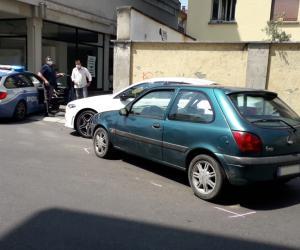 Vigevano, con l'auto contro un mezzo in sosta: all'ospedale due anziani