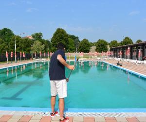 La piscina scoperta di Mortara apre sabato, scivoli inclusi