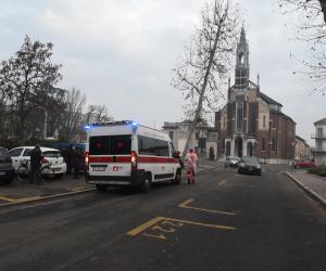 Vigevano, cade in motorino: anziano trasportato al Pronto soccorso