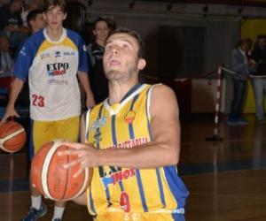 Mortara dà spettacolo a Varese  (64-86)