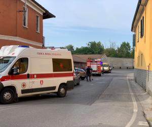 Mortara, con l'auto contro il muro: ferito