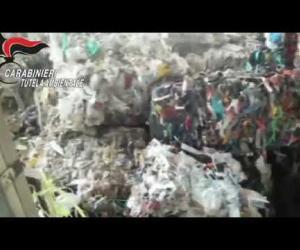 Scoperti in un capannone abusivo mille tonnellate di rifiuti speciali
