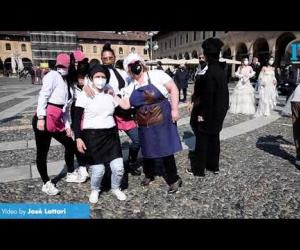 """Vigevano, """"Uniti contro il Covid"""": flash mob in piazza Ducale"""
