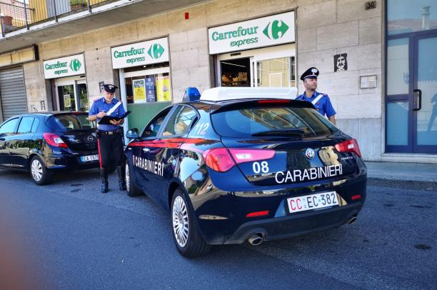 Vigevano, rapina il Carrefour di via Gravellona: i carabinieri lo arrestano